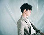 """韩国抒情美声团体""""SG WANNABE""""成员李硕薰(Lee Seok Hoon)。(环球唱片提供)"""