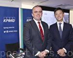 毕马威香港银行主管合伙人马绍辉、毕马威金融服务合伙人李晓峰。(余钢/大纪元)