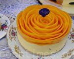 业者推出的芒果慕斯蛋糕,选用台湾在地芒果切片交织成盛开的玫瑰,季节限定。(方金媛/大纪元)