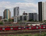 英国首相梅伊说,在伦敦有120栋公寓大楼未通过消防安全测试。图为伦敦东部斯特拉福特的房屋和公寓大楼。(ANDREW COWIE/AFP)
