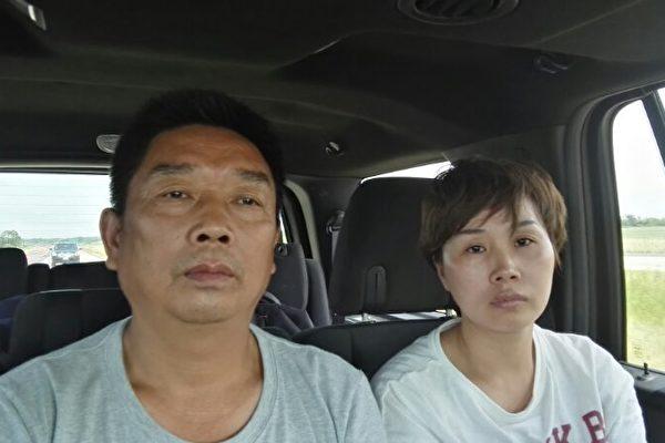 UIUC失踪女生章莹颖的父亲(左)和小姑于6月17日赶赴美国。(郑金光提供)