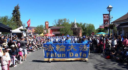 6月3日,加拿大多伦多天国乐团应邀参加了邻近的万锦市举行的48届于人村嘉年华节日游行(Unionville Festival parade)。(明慧网)