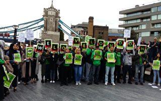 """2017年6月3日晚英国伦敦发生两起恐怖袭击,造成7人死亡、48人受伤。6月5日,伦敦各界在市政厅前举行了大规模烛光追思会。十几位穆斯林打出写着""""我们爱伦敦""""的横幅。(夏松/大纪元)"""