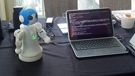 機器人會與使用者聊天互動。(微軟/提供)