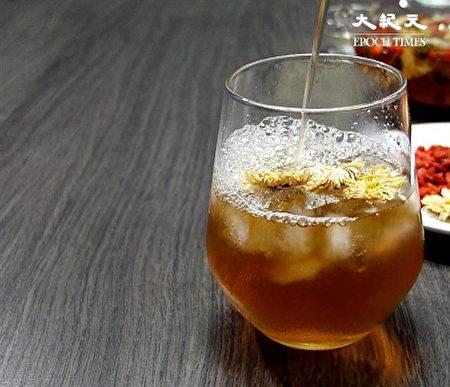 決明菊花茶飲,排毒又護眼(大紀元製圖)