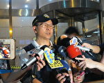 中坜警分局说明案发经过及缉凶过程。(陈建霖/大纪元)