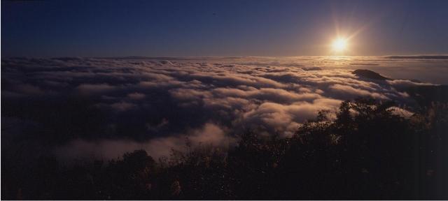 望洋山步道日出。(罗东林管处提供)
