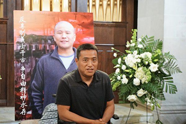 六四倖存者、中國民主教育基金會會長方政致辭悼念余志堅。(溫文清/大紀元)