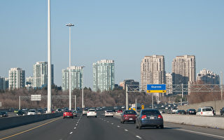 安省省警OPP的最新数据显示,超速和侵略性驾驶是导致高速公路车祸死亡的主要原因,由此导致的死亡人数上升了80%。图为401高速公路。(伊玲/大纪元)