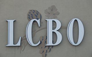 安省酒管局(LCBO)與安省公共服務僱員工會(OPSEU)的談判仍在繼續,但罷工的可能性正在增加,談判的最後期限是6月26日,一旦達不成協議,那加拿大日(7月1日)的長週末人們就沒有地方買酒了。圖文北約克一處LCBO商店。(伊鈴/大紀元)