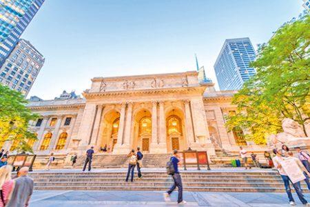 """从中央车站出来,向西走一个大道就是""""纽约公共图书馆""""(New York Public Library)。"""