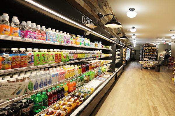 """""""片桐""""超市货品丰富,几乎都是日本家喻户晓的大厂家出品。(张学慧/大纪元)"""