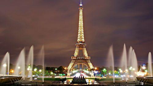 矗立在巴黎塞纳河畔边的艾菲尔铁塔。(Skeeze/CC/Pixabay)