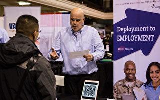 招聘員是美國勞動力市場緊張的最大受益者,過去12個月工資漲幅最大。(Andrew Burton/Getty Images)