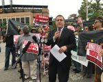 前州参议员、今年参选第21选区市议员的孟瑞瑟(Hiram Monserrate),要求把威力点公共用地建设5,500套可负担住房。 (林丹/大纪元)