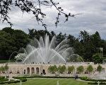 5月27日,耗時兩年半整修的長木花園的「主噴泉花園」向來自全世界的遊人重新開放。 (司瑞/大紀元)