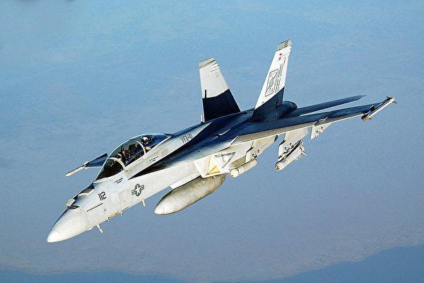 美国海军F / A-18E超级大黄蜂击落叙利亚苏-22战机,叙利亚苏-22在SDF阵地附近投掷炸弹。图为大黄蜂战机资料图。(维基百科公有领域)