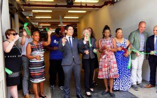 昨天,一起重建紐約公益組織在布碌崙的總部正式落成剪綵。 (安心/大紀元)