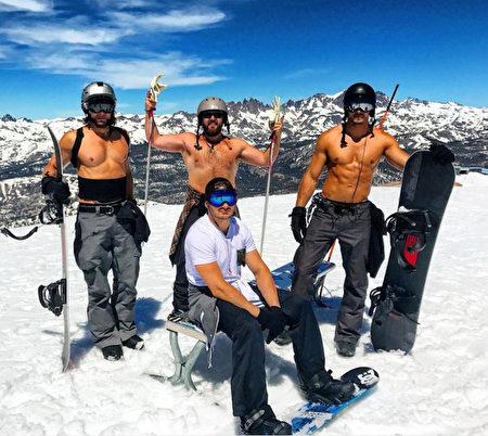 加州热浪滚滚,内华达山岭滑雪场不乏光膀子、著比基尼的滑雪者。(Courtesy of @tannemantt)