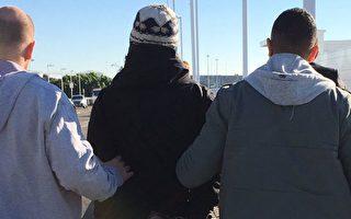 一名中东裔悉尼男子在悉尼国际机场被澳洲警察逮捕。(澳洲警方提供)