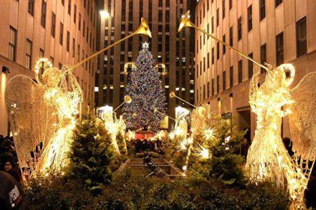 洛克斐勒中心一年一度的圣诞树点灯仪式,就成了纽约人的圣诞传统节目。
