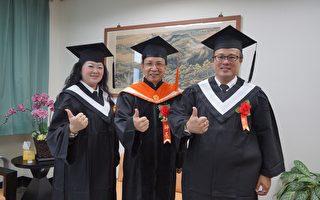 夫妻档应用外语系毕业生李建宏、李慧敏获得第三个学位。图中:进修学院校务主任何宗汉。(高应大提供)