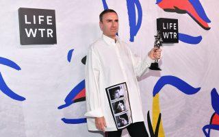 Calvin Klein設計師拉夫·西蒙斯包攬年度男裝和女裝冠軍。 (Dia Dipasupil/Getty Images)