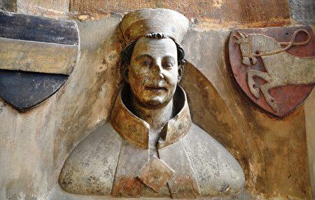 布拉格的第一任大主教阿諾許特的砂岩半身像。(維基百科)