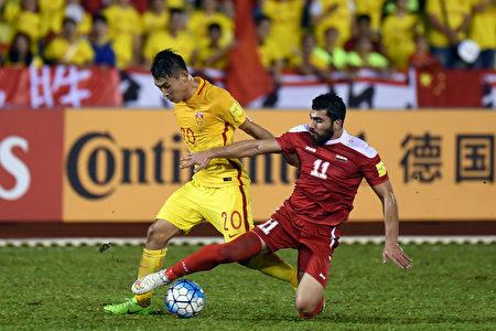 中国男足客场2:2战平叙利亚,排名A组倒数第一,与第三名乌兹别克有6分差距,晋级世界杯只剩下理论可能。 (Stanley Chou/Getty Images)