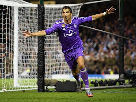 在欧冠决赛上,葡萄牙巨星C罗为皇马首开纪录。 (Matthias Hangst/Getty Images)