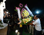 香港是中国唯一能公开悼念六四的地方,近年越来越多的大陆民众专程赴港参与六四烛光集会。(宋碧龙/大纪元)