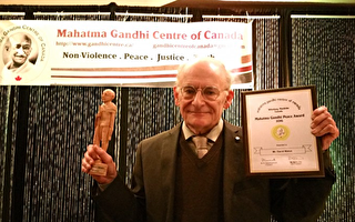 著名人權律師大衛.麥塔斯(David Matas) ,近日獲得加拿大甘地中心頒發的「甘地和平獎」。(Zheng Liu/EET)