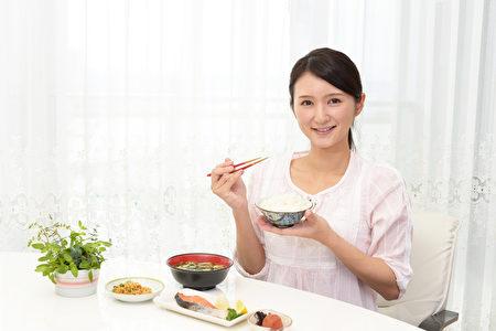 脂肪肝者生活型態介入例如減重、正確的飲食及調整生活習慣是相當重要的。(Fotolia)