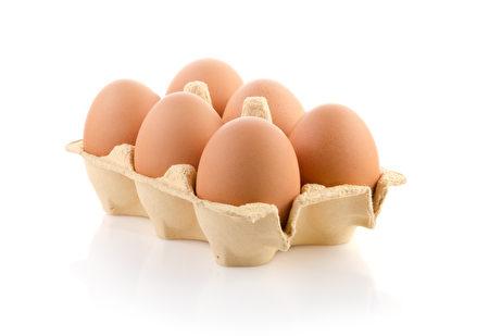 鸡蛋清可以帮忙吸附毒液。(Fotolia)