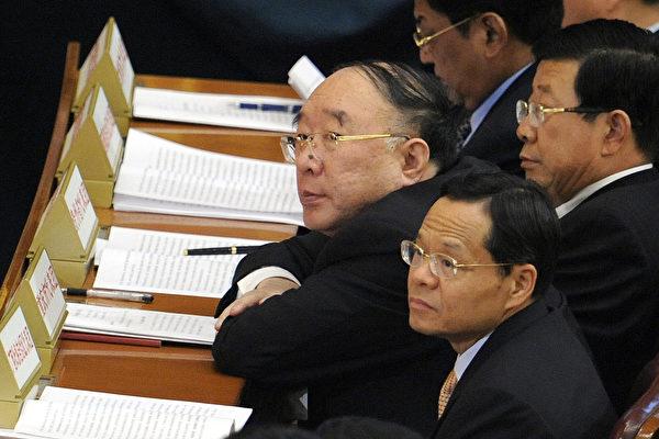 黄奇帆(中)被指是薄熙来的同党,涉嫌薄周政变。 (LIU JIN/AFP/Getty Images)