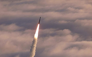 5月30日的攔截是陸基中段導彈防禦系統(GMD)首次針對模擬洲際導彈進行攔截測試。 圖為2002年的一次攔截試驗。(USAF/Getty Images)