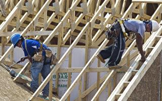 美國勞工部週五發布五月就業報告,上個月美國新增13.8萬個非農工作,失業率降到4.3%,16年來最低點。(PAUL J. RICHARDS/AFP/GettyImages)