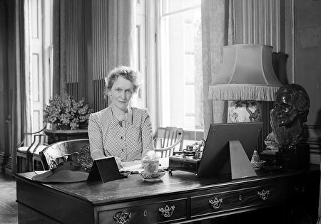 circa 1941: Nancy, Lady Astor MP (1879 - 1964) at her desk at Cliveden, her home which has been turned into a hospital for Canadian wounded during WW II. (Photo by Tunbridge/Tunbridge-Sedgwick Pictorial Press/Getty Images)