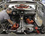 图为德国斯图加特的一家汽车制造工厂。(Thomas Niedermueller/Getty Images)
