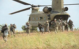 代號為「幽靈特遣隊」的美軍第一史特萊克旅級戰鬥隊目前已進駐朝鮮半島。圖為2015年4月20日,美軍第5步兵師第2史特萊克旅級戰鬥隊在菲律賓的一次空襲演習中。(TED ALJIBE/AFP/Getty Images)