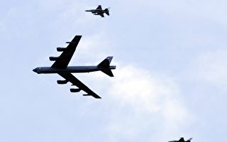 俄羅斯國防部6月6日說,它的戰鬥機攔截了一架靠近俄羅斯領空邊境的美國B-52戰略轟炸機。 圖為B-52轟炸機參加軍事演習。(KHALIL MAZRAAWI/AFP/Getty Images)