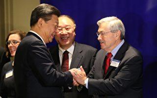 """前爱荷华州州长布兰斯塔德被北京描述为中国的""""老朋友"""",他跟习近平有30年的交情。 ( Bettina Hansen-Pool/Getty Images)"""