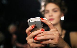 7月1日开始,顾客在购买预付费手机卡需要证明身份。(Joern Pollex/Getty Images)