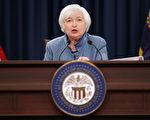 美联储6月会议,公布缩减资产负债表细节,如果经济形式如预期,将在年内开始缩表,一年后减少500亿美元的国债与债券。 图为2017年3月美联储主席Janet Yellen答记者问。(Chip Somodevilla/Getty Images)