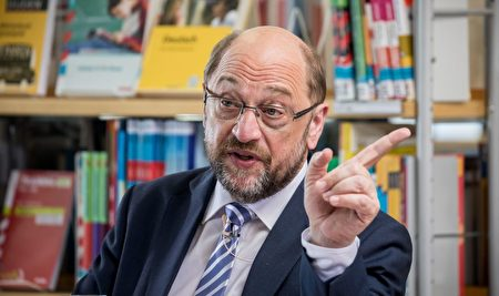 Martin Schulz, leader of Germany's social democratic SPD party and candidate for Chancellor, speaks about education policy to visitors of the Helene-Nathan library in Berlin's Neukoelln district on May 18, 2017. / AFP PHOTO / dpa / Michael Kappeler / Germany OUT (Photo credit should read MICHAEL KAPPELER/AFP/Getty Images)