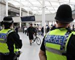 曼彻斯特市中心的维多利亚火车站已经在5月30日重新开放,这里距离爆炸案地点很近。(HUMPHREYS/Getty Images)