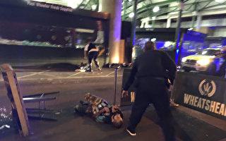 2017年6月3日晚间,3名攻击者驾驶一辆白色汽车冲撞英国伦敦大桥上的人群,接着持刀随机砍杀路人,造成6死30伤。本图为遭警方击毙的其中一名攻击者,他身穿疑似炸弹的背心,后经证实为假炸弹。(GABRIELE SCIOTTO/AFP/Getty Images)
