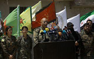 """美国主导的打击ISIS""""坚定决心行动""""(Operation Inherent Resolve, OIR)多国联盟周二(6月6日)发布声明表示已向拉卡前进,目标是将ISIS逐出拉卡。(DELIL SOULEIMAN/AFP/Getty Images)"""