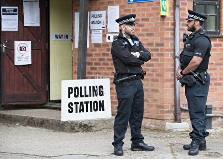 MAIDENHEAD, ENGLAND - JUNE 08: Police officers stands outside the polling station in Sonning Guide & Scout hut after casting their vote on June 8, 2017 in Sonning near Maidenhead, England. Polling stations have opened as the nation votes to decide the next UK government in a general election. (Photo by Matt Cardy/Getty Images)