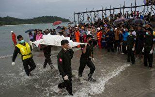 2017年6月8日,缅甸数以百计的人在缅甸南部的一个海滩上聚拢,等待着亲人的消息。一架中国制造的军用飞机在安达曼海上坠毁。机上载有122人。 (YE AUNG THU/AFP/Getty Images)